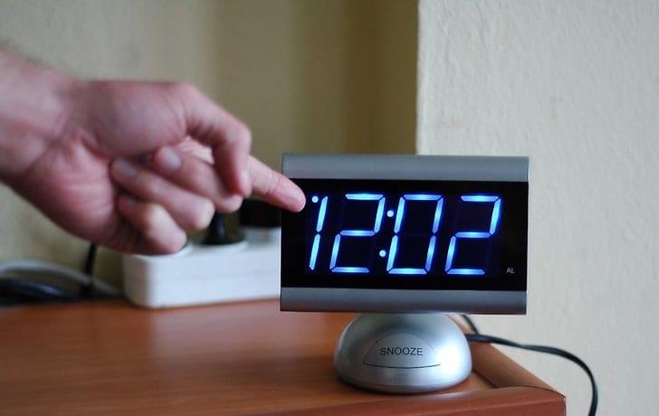Radio Despertador con Dos alarmas Ajustables Color Negro Entrada Auxiliar repetici/ón de Alarma Apagado autom/ático PLL AMS Blaupunkt CDR Pantalla Regulable FM Radio Despertador con 10 CD